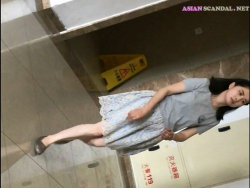 Chinese Lady In Toilet #25