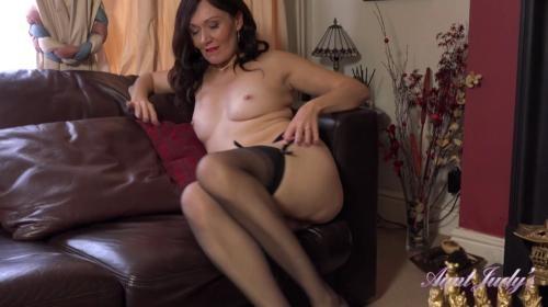 [AuntJudys] Kitty Home Office Masturbation Break (2019/1.03 GB/1080p)