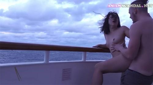 Su Qi was fucked doggystyle foreign boyfriend Yacht Dusk