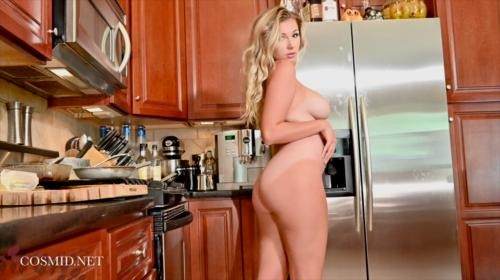 [Cosmid] Julie Ambrose In The Kitchen (2019/603.76 MB/1080p)
