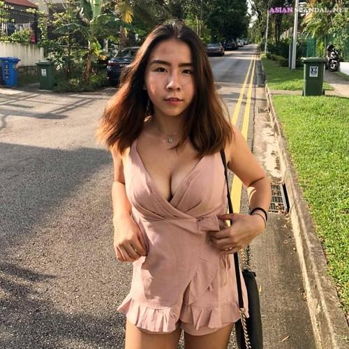Singaporean Student having sex in the study room