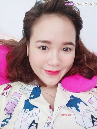 Vietnamese pretty girl show big boobs