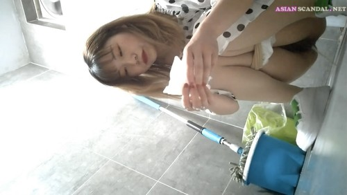 Chinese Lady In Toilet #35